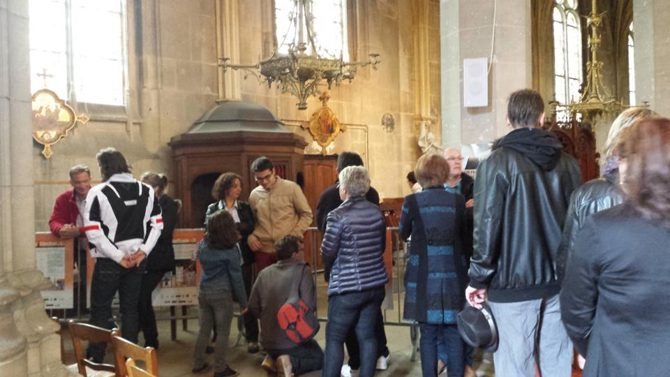 Les visiteurs attendaient avec impatience pour se hisser au sommet du clocher de Notre-Dame (photo@DR)