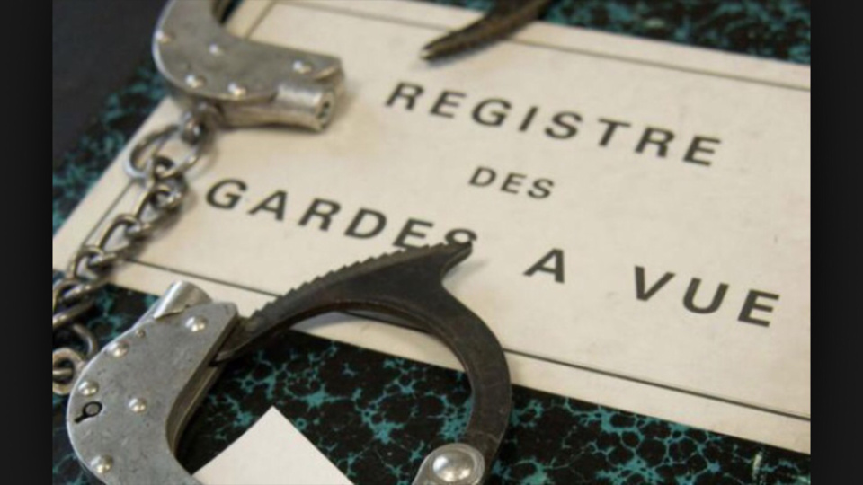 Yvelines : bousculé par un voyageur récalcitrant, un contrôleur de bus se blesse en tombant