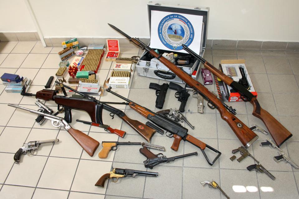 Un véritable arsenal a été découvert dans la demeure d'un homme de 49 ans (@DDSP78)