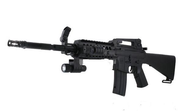 L'arme que transportaient les deux jeunes gens est une réplique du fusil d'assaut américain M16 (illustration d'un fusil airsoft)
