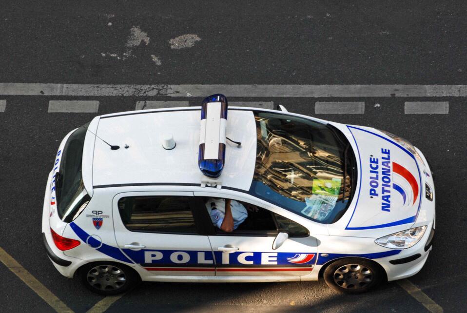 Yvelines : les policiers empêchent un homme de se jeter du 3ème étage, à Villepreux