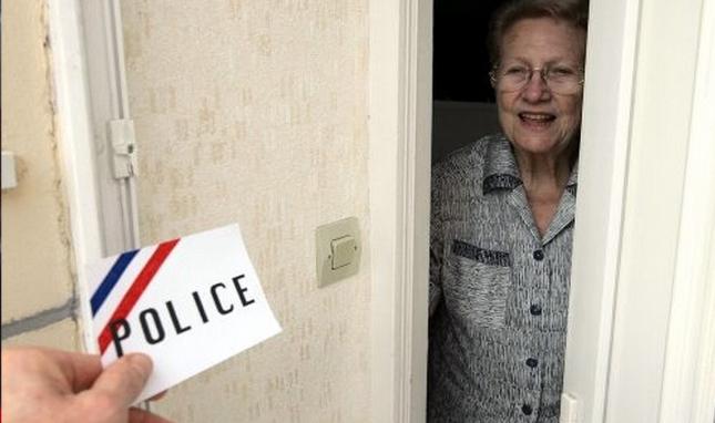 Les services de police recommandent aux personnes âgées de ne pas ouvrir leur porte à des inconnus quelque soit le prétexte invoqué