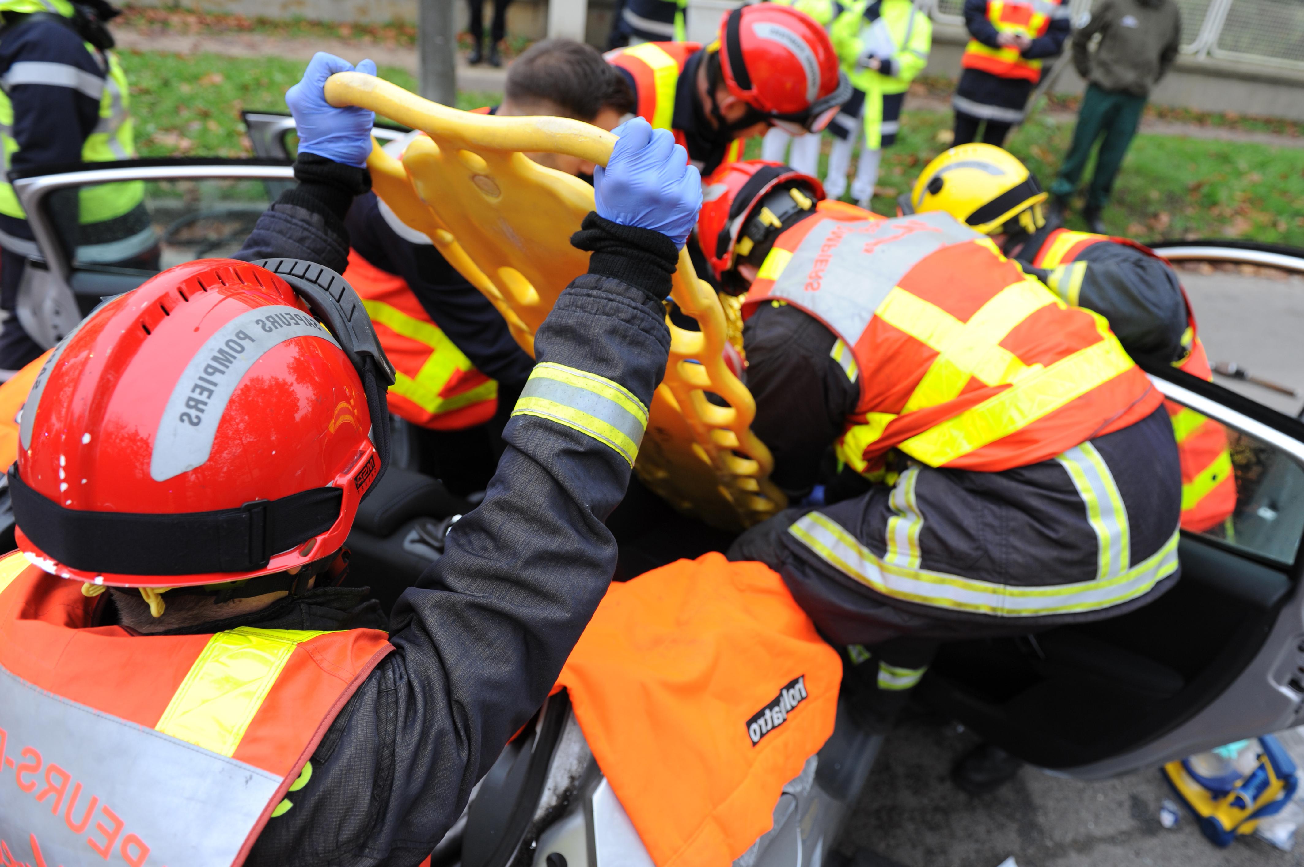 Photo d'illustration @Sdis78. Les sapeurs-pompiers ont prodigué les premiers soins à la victime souffrant d'un traumatisme crânien