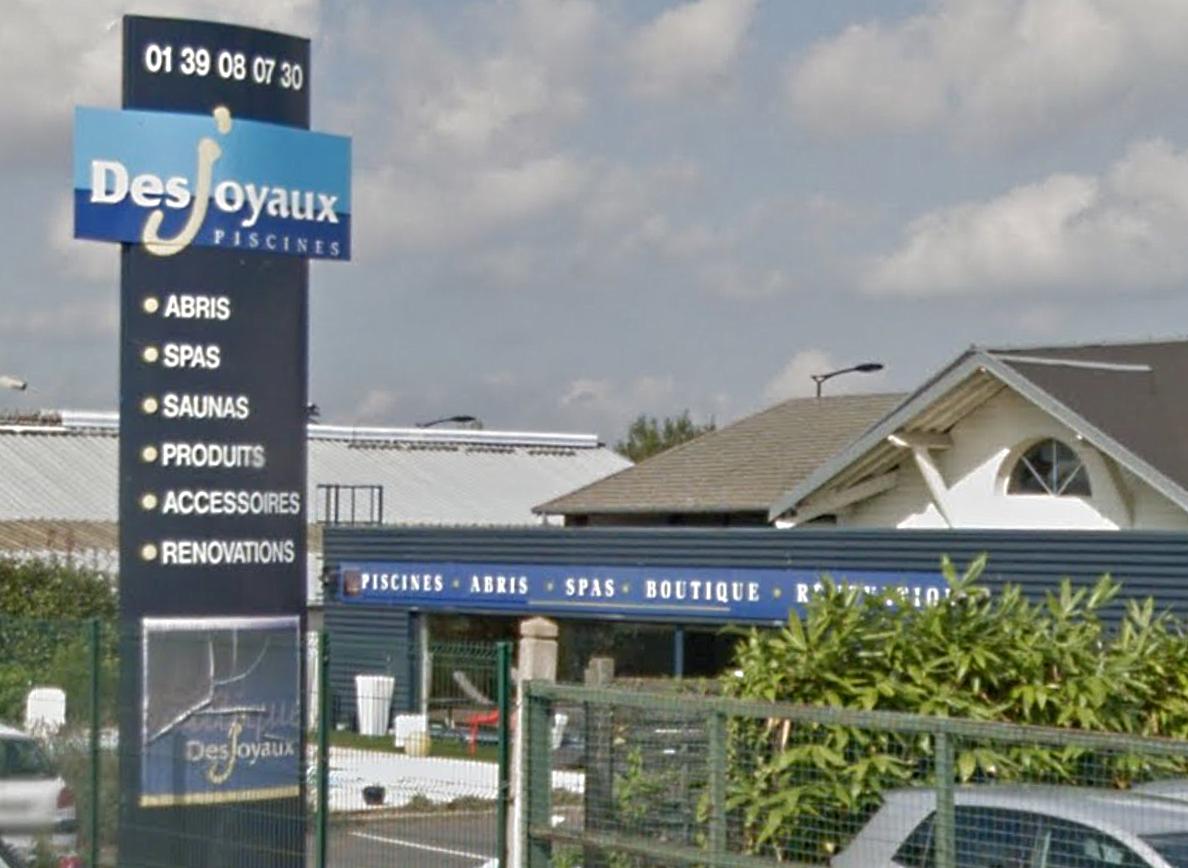 Le magasin des Piscines Desjoyaux a été très fortement endommagé par l'incendie, dont l'origine est indéterminée
