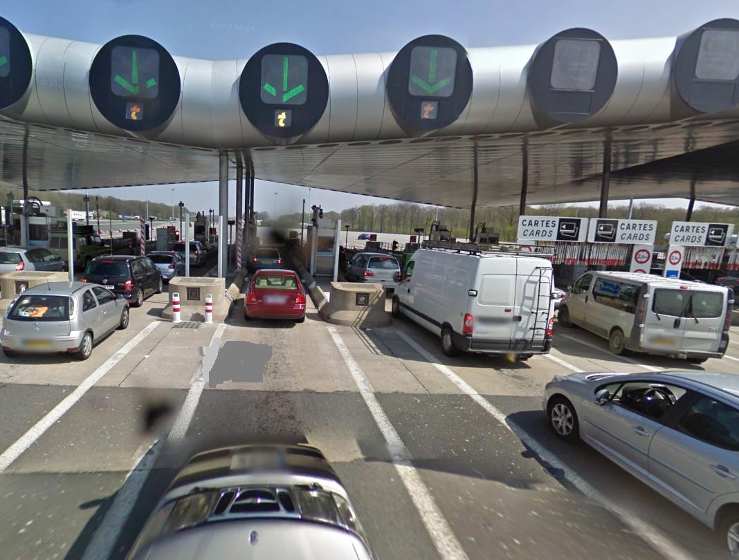 Illustration. La barrière de péage de Saint-Arnoult-en-Yvelines, sur l'A10