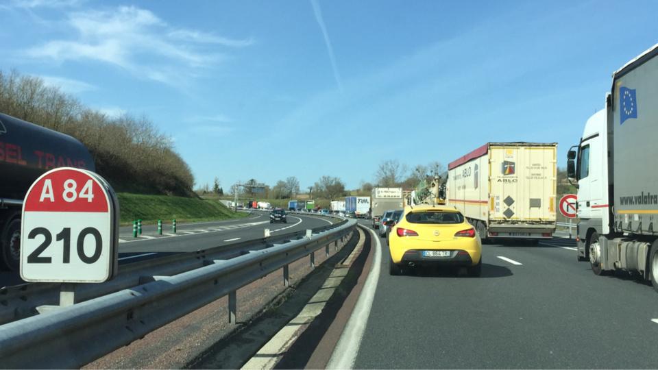 InfoRoute. L'autoroute A 84 paralysée dans le Calvados par des agriculteurs