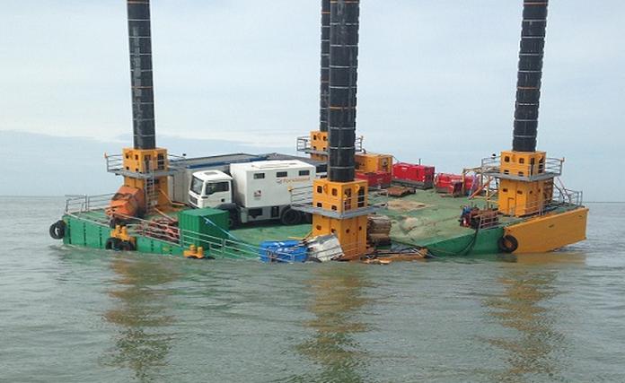La barge s'est trouvée en fâcheuse posture (Photo : préfecture maritime)
