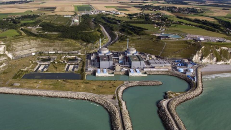 Illustration. Le survol des installations nucléaires, comme la centrale de Penly, est rigoureusement réglementé