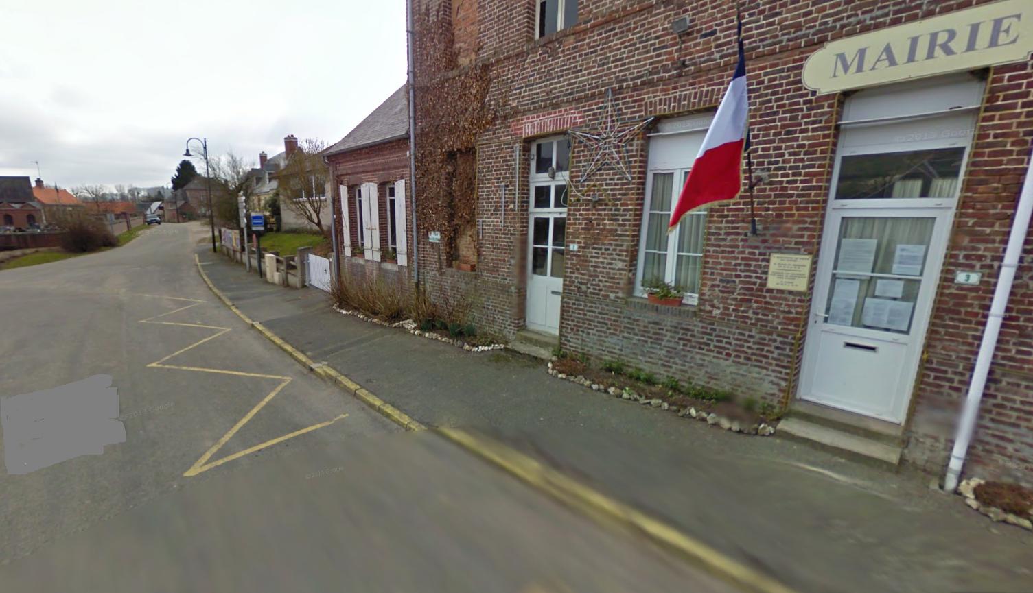 Le drame s'est produit dans le centre du village, entre la mairie et l'école de Cuverville-sur-Yères