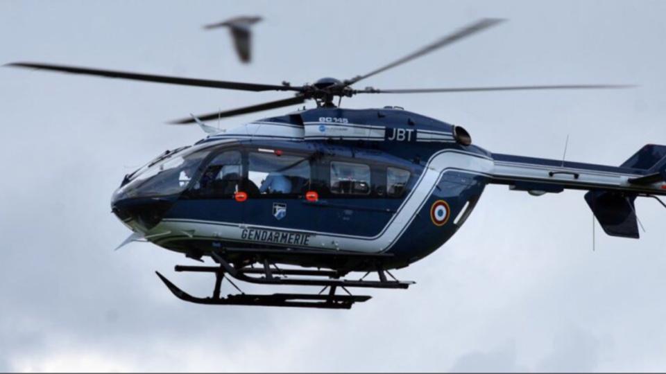 Illustration. Un hélicoptère de la gendarmerie a été mobilisé pour recher cher la voiture signalée parf le témoin