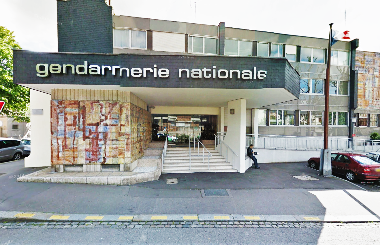 rouen vacuation la caserne de gendarmerie cause d. Black Bedroom Furniture Sets. Home Design Ideas