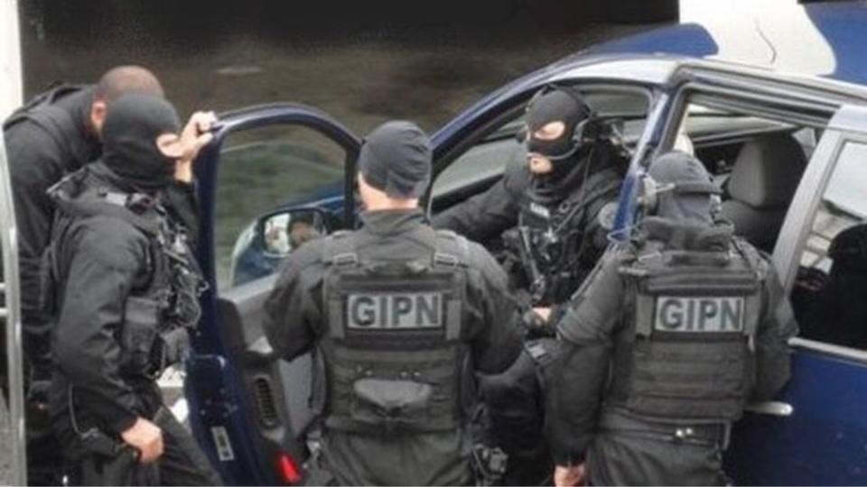 Les hommes de la Force d'intervention de la police devaient se tenir prêts à intervenir