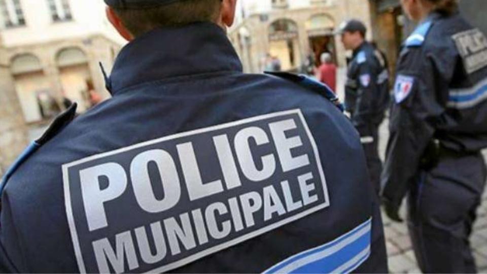 Yvelines : garé sur une place réservée aux handicapés, il agresse un policier municipal