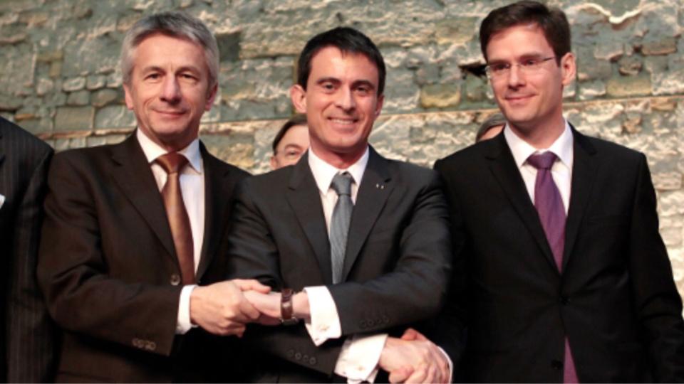 Laurent Beauvais et Nicolas Mayer-Rossignol entourent Manuel Valls lors d'une récente visite du Premier ministre en Normandie (photo : gouvernement.fr)