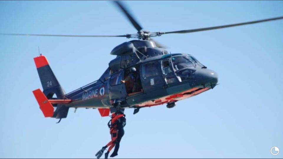 Un marin blessé évacué par l'hélicoptère de la Marine vers l'hôpital de Cherbourg