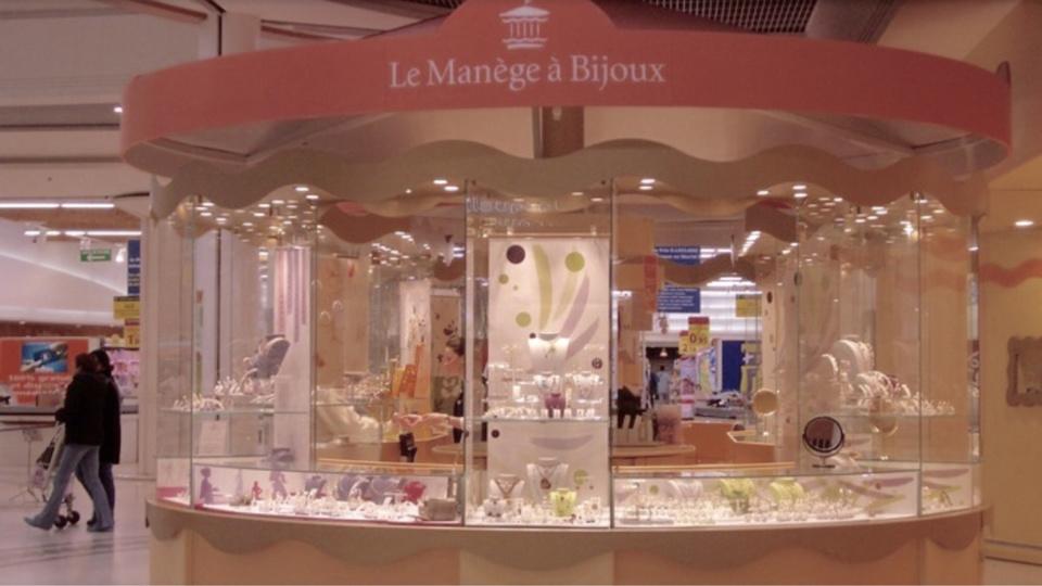 """Le """"gang des manèges à bijoux"""" jugé pour le braquage du Leclerc d'Incarville (Eure) et de six autres"""