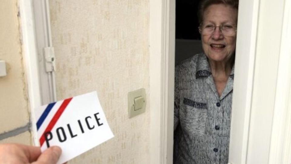 Yvelines : une femme de 85 ans délestée de son argent et ses bijoux par de faux policiers