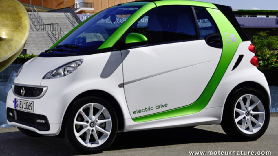 Le moteur électrique fabriqué à Cléon équipera les futures Smart ED. Nicolas Mayer-Rossignol se réjouit