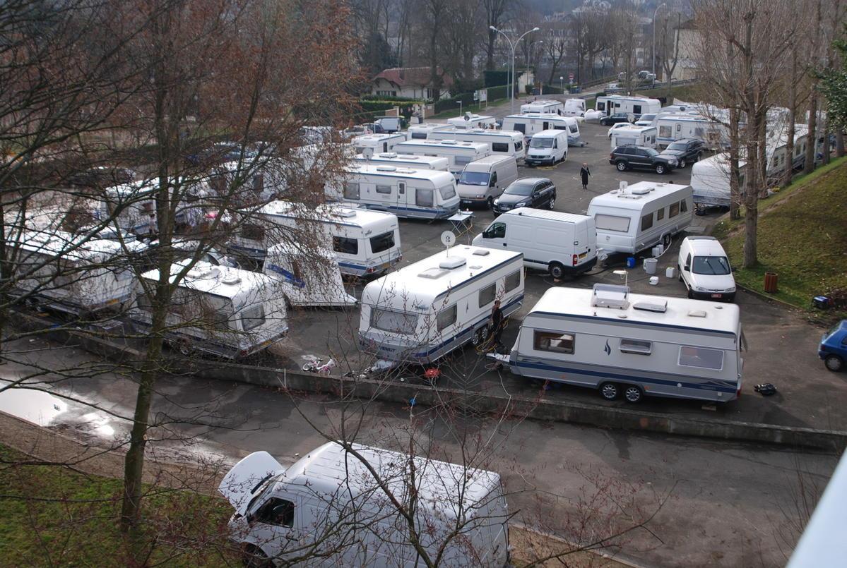 """80 véhicules et 60 caravanes sont installés sur le parking, rue Pierre Lefaucheux, dans le quartier d'Elisabethville, pour une """"une vingtaine de jours"""" (Photo d'illustration)"""