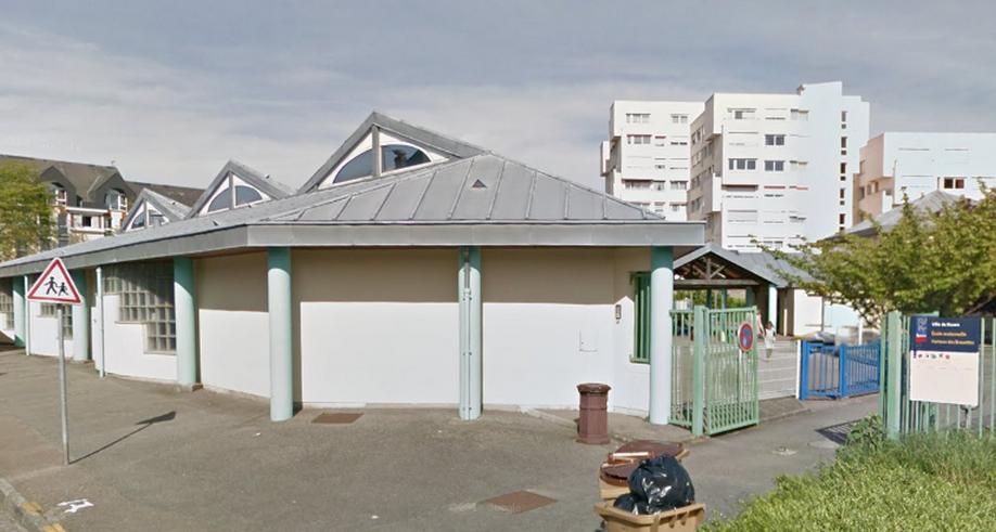 Les vandales sont entrés en sautant par dessus la grille de l'école (Illustration Google Maps)