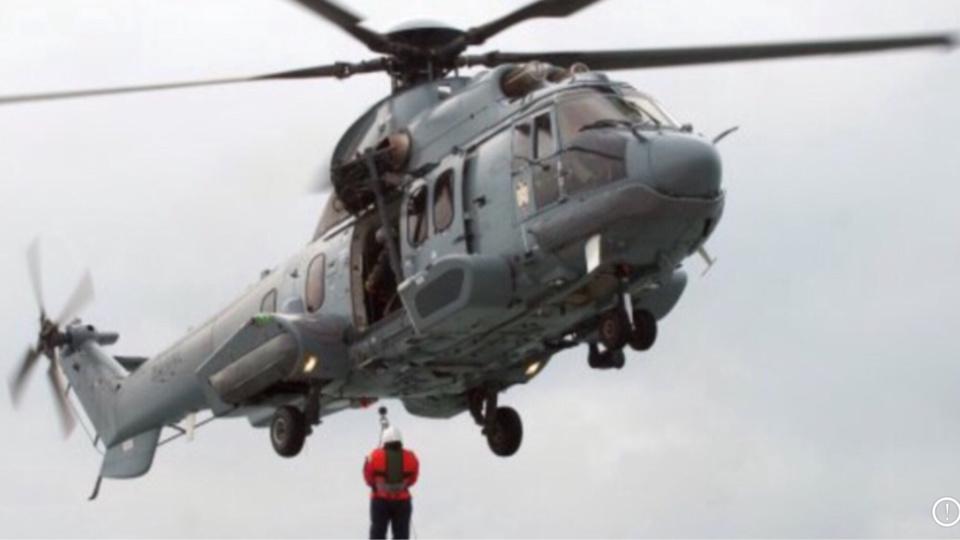 L'hélicoptère de la Marine nationale a été engagé dans les recherches (Photo @Marine)