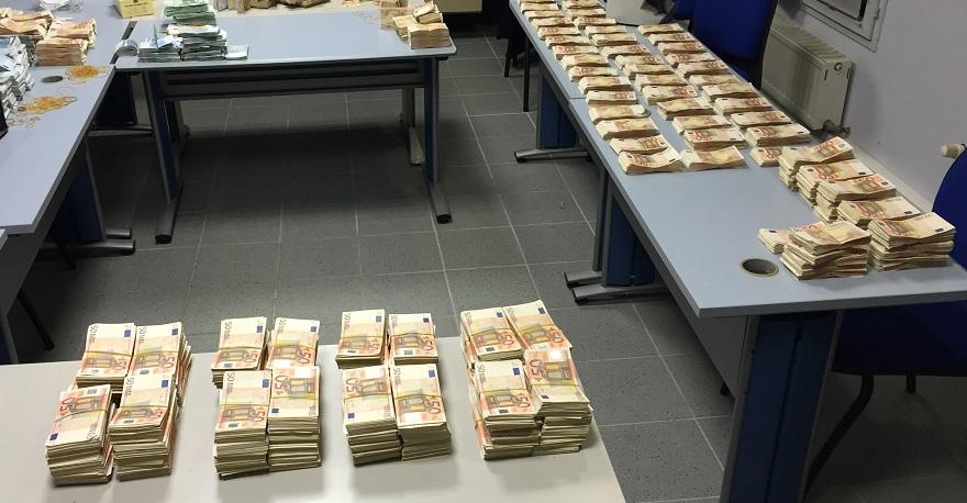 En 2014, la douane a saisi 64 millions d'euros au titre du manquement à l'obligation déclarative (Photo @Douane française)