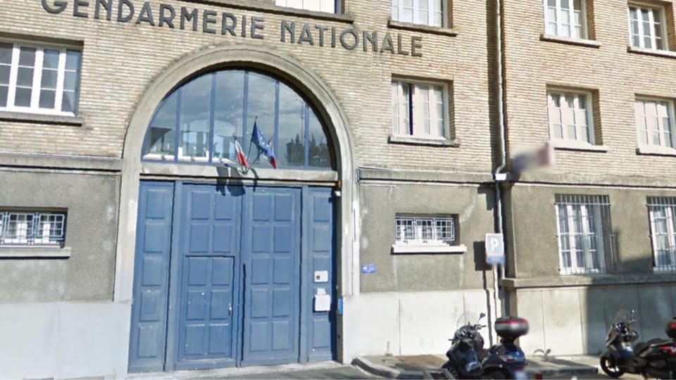 yvelines 200 cheminots r unis devant la gendarmerie de versailles apr s une m prise. Black Bedroom Furniture Sets. Home Design Ideas