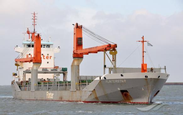 A la suite d'une collision entre le Flinterstar, cargo polyvalent néerlandais, et le méthanier Al Oraiq battant pavillon des Iles Marshall au large de Zeebruges (Belgique), le Flinterstar (photo) a fait naufrage ce mardi matin