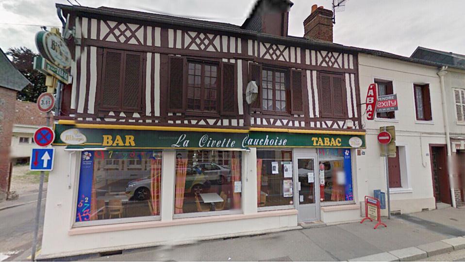 Le bar-tabac venait d'ouvrir lorsque les malfaiteurs ont fait irruption et menacé le patron (photo d'illustration Google Maps)