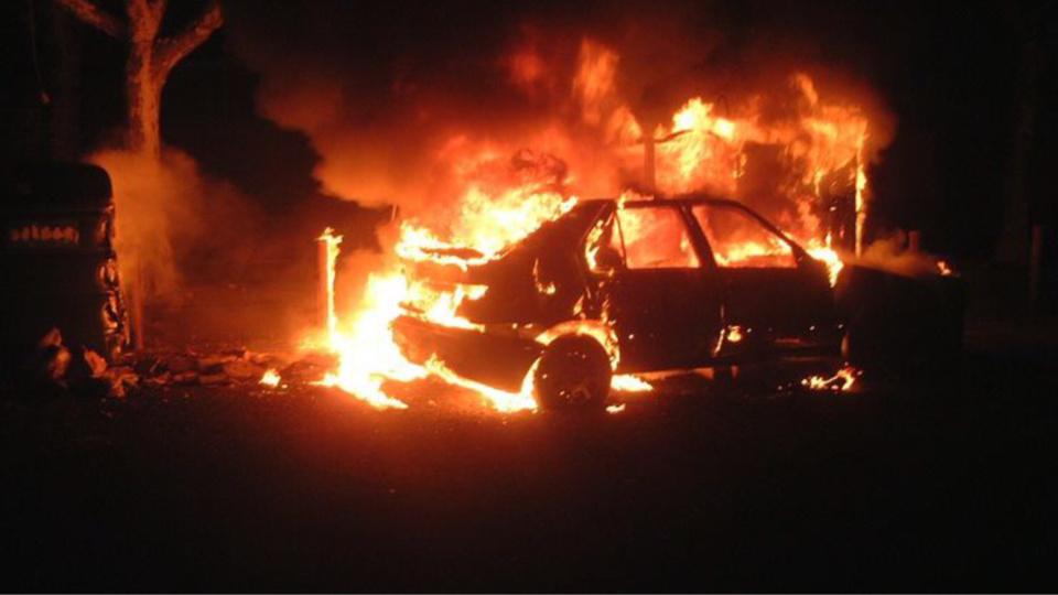 Depuis plusieurs semaines, des véhicules et des poubelles brûlaient dans le centre-ville et dans le quartier de la Cité des Oiseaux (Photo d'illustration)