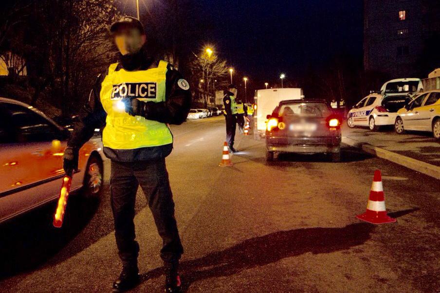 L'un des cambrioleurs a percuté la voiture de police avant de se faire arrêter (Photo d'illustration)