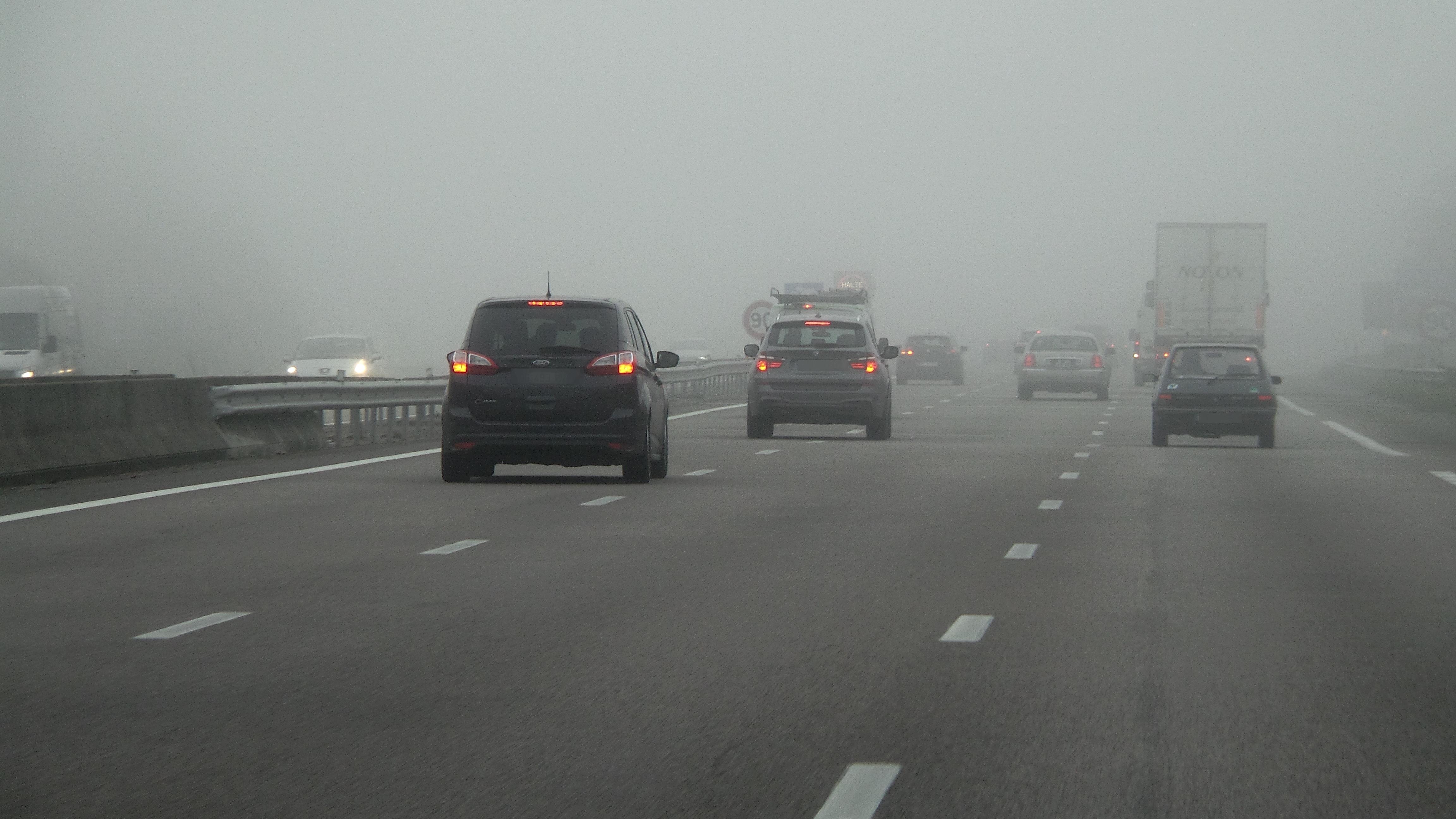 Il fallait être prudent ce matin sur l'autoroute A13 en Normandie et en Ile-de-France où le brouillard était dense (Photo @infoNormandie)