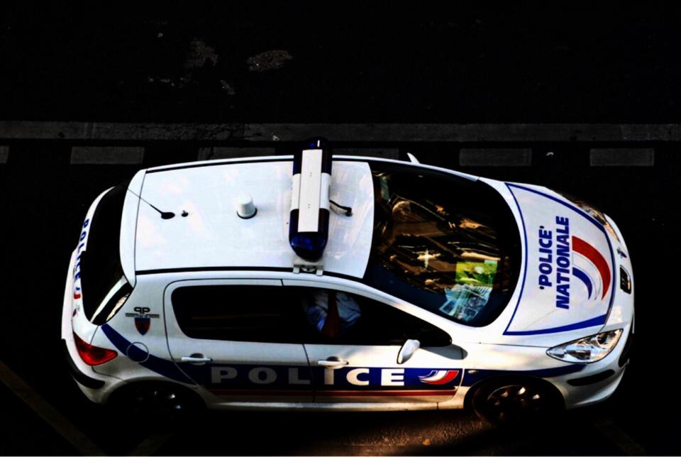 Les policiers étaient en patrouille lorsqu'ils ont été la cible de jets de pierres (Photo d'illustration@DR)