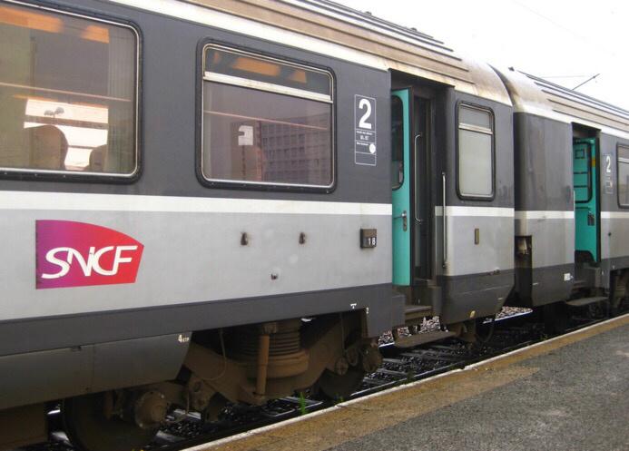 Yvelines. Agression dans le train : ils utilisent un Taser pour voler le téléphone de leur victime