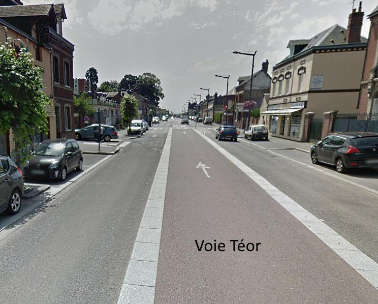 Le motard remontait la file de voitures par la gauche et circulait sur la voie centrale de la route de Dieppe réservée à Téor (Photo d'illustration @Google Maps)