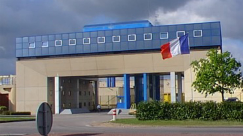Le centre de détention de Val-de-Reuil est le plus grand d'Europe. Il accueille 800 détenus dont une vingtaine fichés S par les services de renseignement