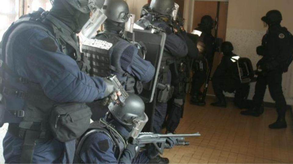 Etat D Urgence 7 Perquisitions 4 Armes Saisies Et Une Assignation A Residence Dans L Eure