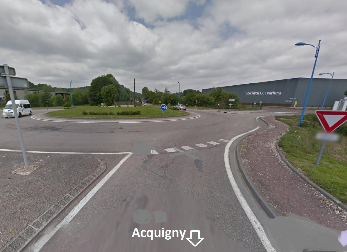 Selon les constatations, la BMW arrivait d'Acquigny lorsqu'elle aurait percuté la bordure du rond-point, continué sa route tout droit avant de franchir un fossé et de se retrouver dans l'enceinte de la société CCI Parfums, en direction de Louviers