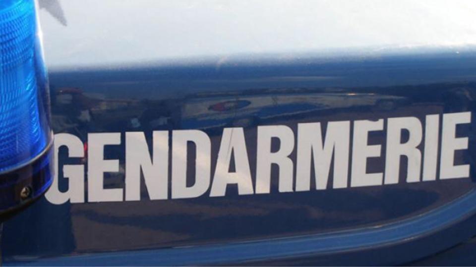 Ecos : elle blesse son mari d'un coup de couteau, se rebelle et insulte les gendarmes