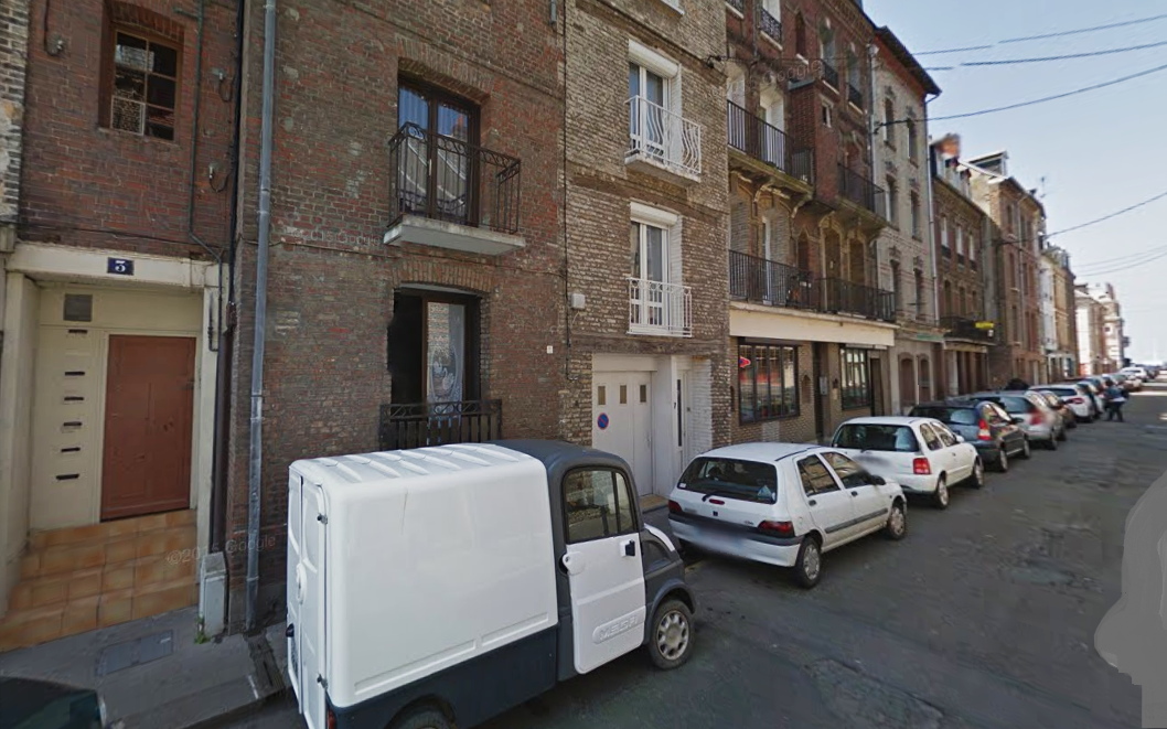 Les quatre hommes passaient la soirée ensemble dans un appartement situé au rez-de-chaussée de cet immeuble ancien au 3, rue de la Rade. Ils étaient tous très fortement alcoolisés.