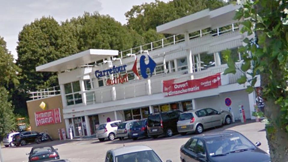 Carrefour Market, route de Ganzeville à la sortie de Fécamp (Illustration)