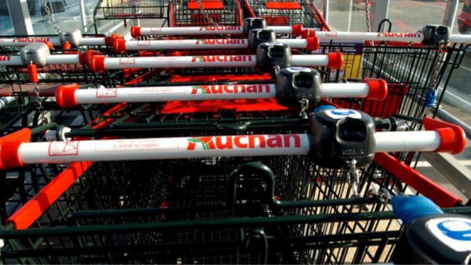 Buchelay : une quarantaine de caddies endommagés par un incendie suspect à Auchan
