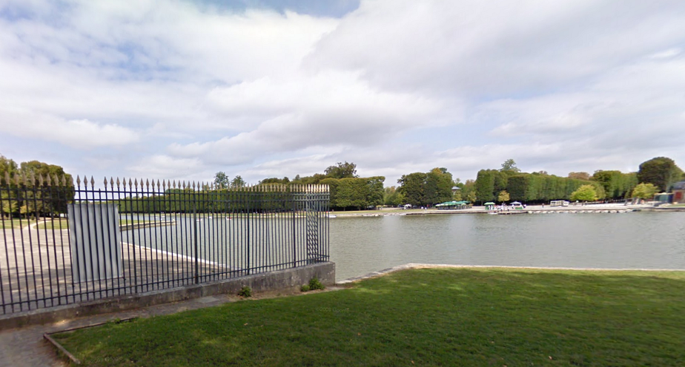 Le corps sans vie a été repéré par deux membres du club d'aviron de Versailles dans le grand canal (illustration)