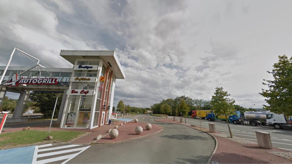 Le jeune homme a été dépouillé et abandonné sur l'aire de l'autoroute A13 à Morainvilliers (Illustration@Google maps)