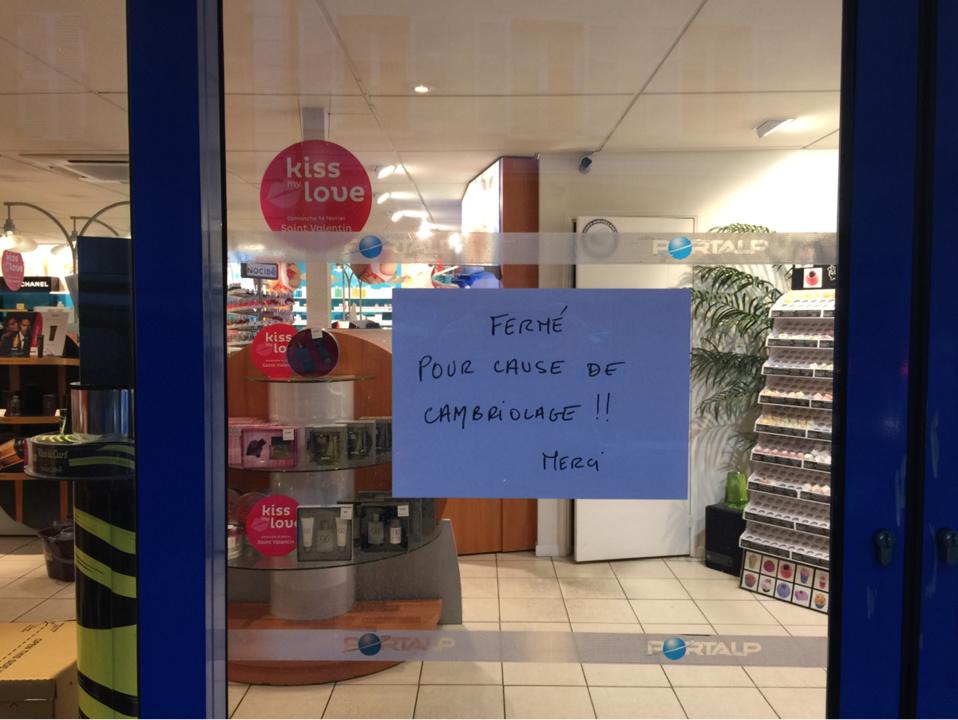 Ce jeudi matin, la boutique était toujours fermée (Photo@infonormandie)