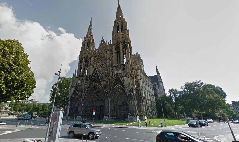 Le corps sans vie du SDF a été découvert dans le quartier de l'abbatiale Saint-Ouen, près de la mairie de Rouen (@Google maps)