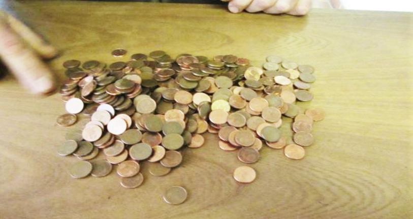 Le mis en cause a dédommagé son voisin avec 450 pièces de 1 centime d'euro. L'affaire s'est traitée à la gendarmerie d'Offranville (Photo@gendarmerie/Facebook)