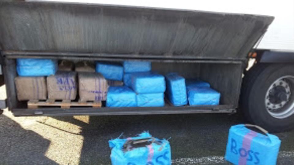 1,2 tonne de résine de cannabis saisie dans un poids-lourd sur l'A6 en Bourgogne