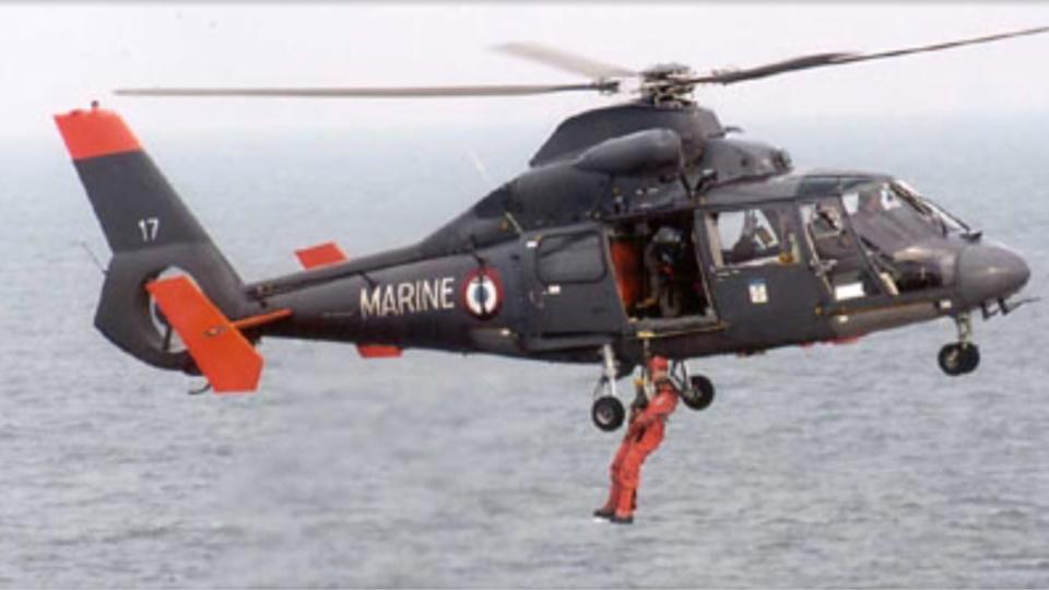 Évacuation médicale d'un marin blessé à bord d'un chalutier au large de Cherbourg