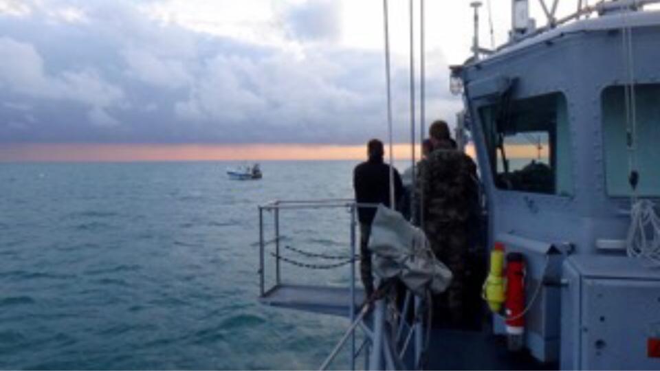 Deux chasseurs de mines de la Marine nationale en mission au large du Havre et d'Antifer
